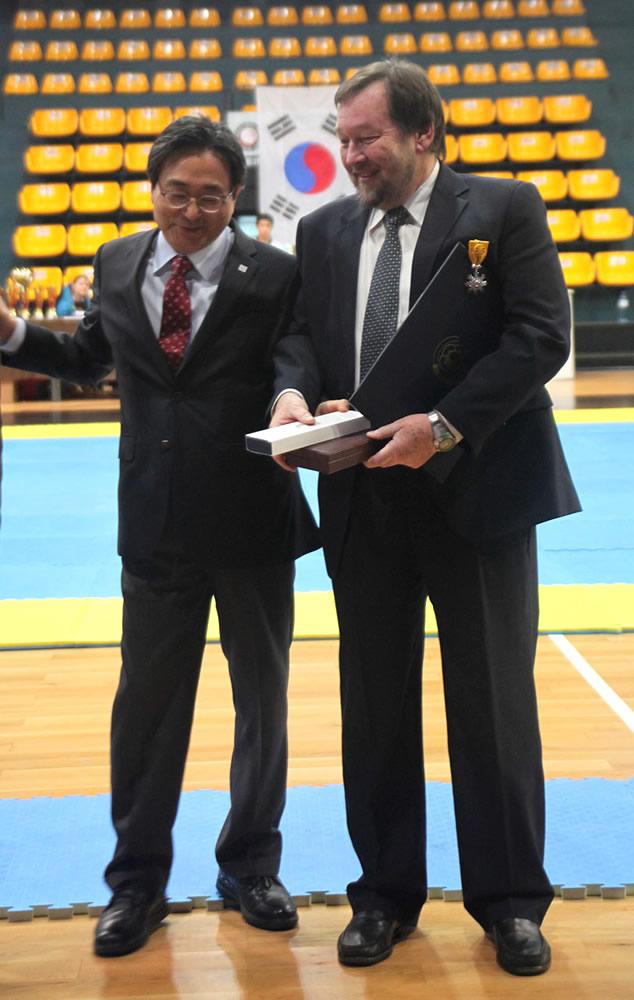 S.E. Shin Dong-ik, Dr. Norbert Mosch
