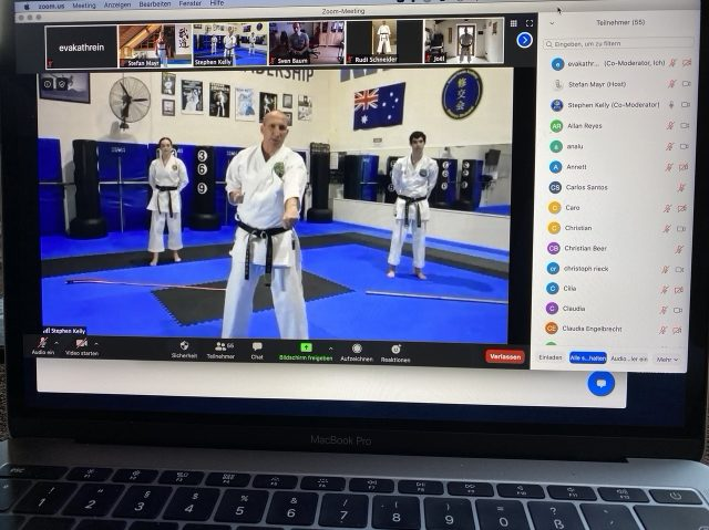 Sensei Stephen Kelly, Trainer des Australischen Karate Nationalteams, eröffnete den World Budo-Day